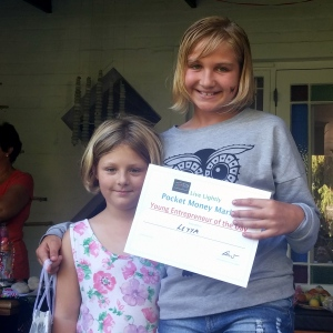 Leyya Haarhof, overall winner of Entrepreneur of the Day, gets her certificate from Live Lighty rep, Anna